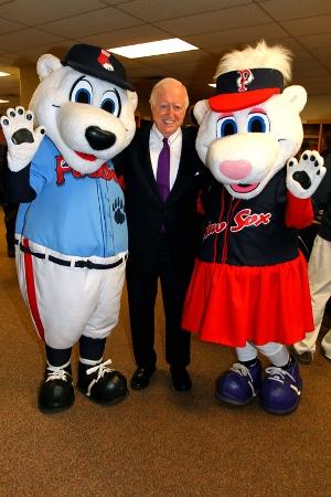 Skeffington with Mascots